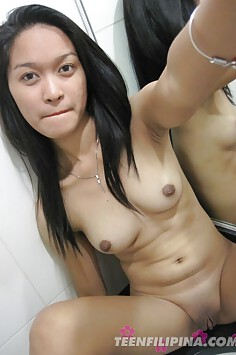 Cute Filipina exgf did some mirror nudes